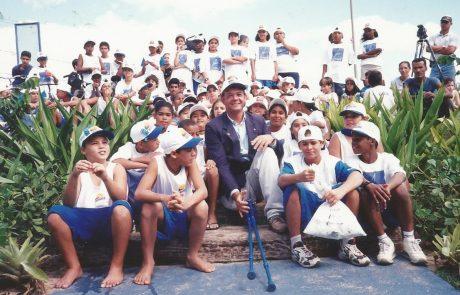 Lars Grael com alunos do Projeto Grael